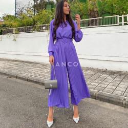 Ολόσωμη φόρμα πλισέ με ζώνη